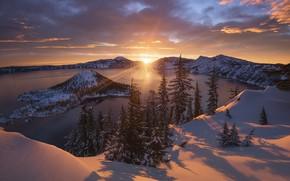 Картинка зима, лес, небо, облака, снег, озеро, остров, Солнце, луч