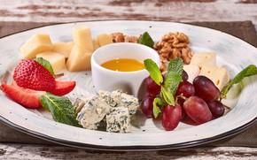 Картинка сыр, клубника, мед, виноград, орехи, ассорти