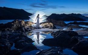 Картинка небо, девушка, свет, пейзаж, ночь, природа, поза, стиль, отражение, камни, скалы, берег, танец, силуэт, сумерки, …