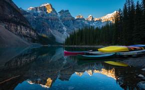 Картинка пейзаж, горы, природа, озеро, отражение, камни, скалы, вершины, лодки, Канада, Альберта, Alberta, Canada, леса, национальный …