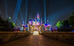 Картинка лучи, ночь, замок, Калифорния, Диснейленд, California, Disneyland, Анахайм, Замок Спящей Красавицы, Anaheim, Sleeping Beauty Castle