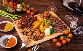 Картинка вино, бокал, мясо, овощи, помидоры, специи, картофель, ассорти, соусы