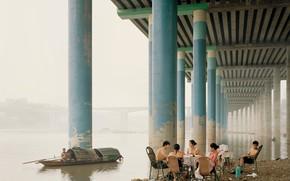 Картинка мост, столбы, лодка, речка, пикник, азиаты, пикник позитив отдых