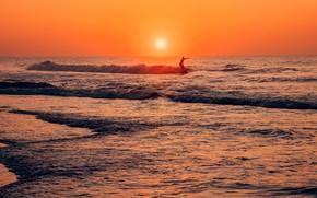 Картинка море, волны, солнце, пейзаж, закат, поза, вечер, горизонт, силуэт, прибой, серфинг, серфингист