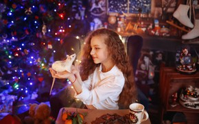 Картинка комната, праздник, новый год, девочка, ёлка, ребёнок, крыса, символ года, грызун, 2020 год, Валерия Касперова