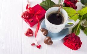 Картинка цветы, подарок, розы, букет, сердечки, красные, red, love, flowers, romantic, hearts, chocolate, coffee cup, valentine's …
