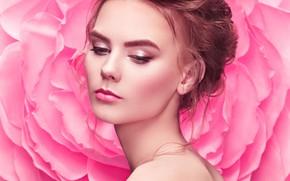 Картинка взгляд, фон, модель, портрет, макияж, прическа, шатенка, красотка, голые плечи, Oleg Gekman