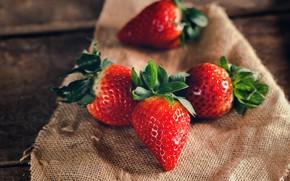 Картинка ягоды, фон, доски, еда, клубника, ткань, мешковина, спелая, композиция, четыре