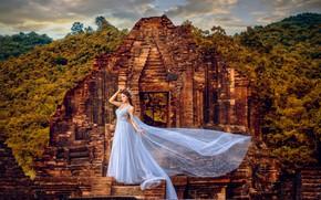 Картинка девушка, стиль, корона, платье, развалины, азиатка