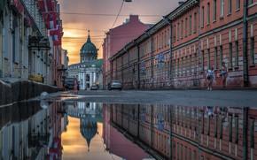 Картинка город, отражение, улица, здания, дома, Питер, лужа, Санкт-Петербург, Казанский собор, купол