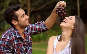Картинка девушка, радость, улыбка, виноград, пара, мужчина, влюбленные