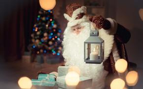 Картинка огни, поза, комната, праздник, человек, свеча, очки, Рождество, фонарь, подарки, дед, Новый год, мужчина, борода, …