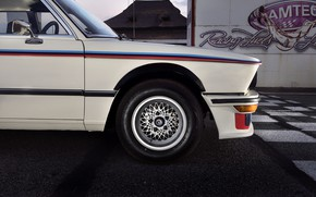 Картинка BMW, седан, сбоку, бампер, 1976, четырёхдверный, 5-series, E12, 530 MLE