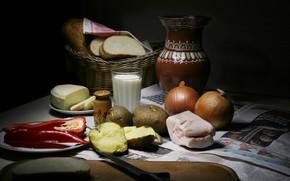 Картинка темный фон, еда, молоко, лук, хлеб, посуда, перец, натюрморт, предметы, обед, композиция, картошка, сало, крынка