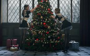 Картинка две девушки, особняк, фартук, у окна, новогодние игрушки, горничные, подарки новогодние, наряжает елку, by Janedj