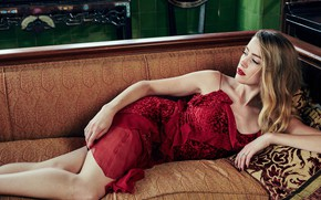 Картинка взгляд, девушка, поза, диван, красное, платье, красотка, Amber Heard