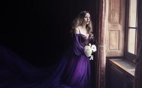 Картинка взгляд, девушка, свет, цветы, комната, букет, окно, фэнтези, полумрак, ожидание, принцесса, локоны, фиолетовое, длинноволосая, плтаье