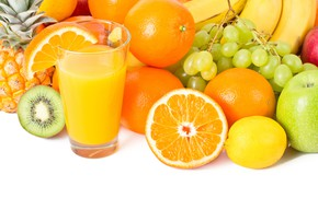 Картинка стакан, лимон, яблоки, апельсины, киви, сок, виноград, бананы, белый фон, фрукты, ананас
