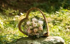 Картинка свет, цветы, природа, камень, сердце, рама, розы, букет, белые, боке, композиция, свадебный, букет невесты