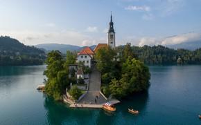 Картинка пейзаж, природа, озеро, дома, лодки, лестница, церковь, островок, Словения, Бледское озеро, Блед
