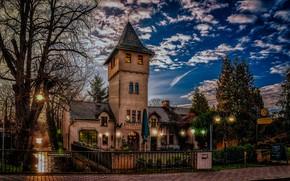 Картинка облака, город, улица, здания, вечер, Германия, ограждение, фонари, канал, Бранденбург