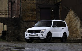 Картинка белый, камень, двор, стоянка, Mitsubishi, 2012, Black, Pajero, SUV, Shogun, пятидверный, Montero
