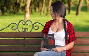 Картинка скамейка, парк, Девушка, очки, книга, Антон Печкуров, Марина Шимкович