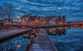 Картинка город, здания, дома, вечер, причал, освещение, фонари, канал, Нидерланды, набережная, Haarlem, Харлем