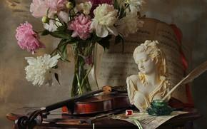Картинка девушка, ноты, перо, скрипка, букет, статуэтка, натюрморт, перстень, бюст, пионы, чернильница