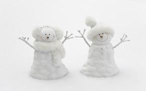 Картинка зима, ветки, праздник, шапка, игрушка, игрушки, мальчик, шарф, Рождество, пара, девочка, белый фон, Новый год, …