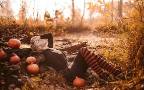 Картинка осень, взгляд, поза, волосы, Девушка, фигура, лежит, тыква, гольфы, Анна Фокина