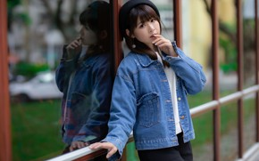 Картинка взгляд, азиатка, берет, джинсовка