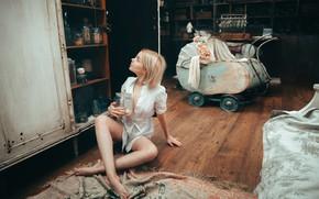 Картинка девушка, коляска, банка, на полу, Victoria Sokolova, Андрей Васильев