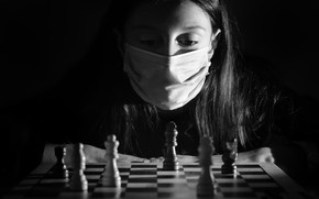 Картинка шахматы, маска, девочка