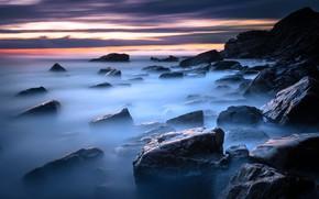 Картинка море, небо, облака, закат, туман, камни, скалы, берег, вечер, скалистый