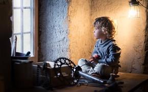Картинка мальчик, окно, инструмент, мастерская, кудри