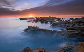 Картинка камни, каменная гряда, тучи, пейзаж, природа, берег, побережье, море, солнце, небо, горизонт, облака, закат