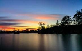 Картинка небо, деревья, закат, река, берег, силуэты