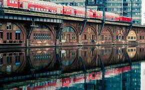 Картинка вода, город, отражение, здание, поезд, вагоны
