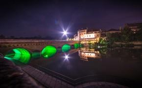 Картинка деревья, ночь, мост, огни, река, Франция, дома, подсветка, фонари, канал, набережная, лучи света, Lorraine, Metz