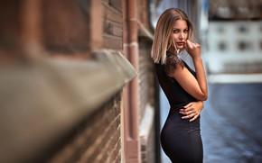 Картинка взгляд, девушка, улица, здание, макияж, платье, блондинка, Maarten Quaadvliet
