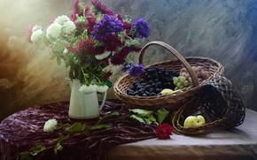 Картинка цветы, стол, букет, виноград, натюрморт, корзинка, предметы, композиция, астры