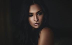 Картинка girl, green eyes, photo, photographer, model, bokeh, lips, face, brunette, portrait, mouth, wavy hair, lipstick, …