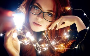 Картинка взгляд, лицо, настроение, руки, очки, гирлянда, Екатерина Булавина