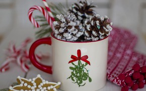 Картинка праздник, печенье, Рождество, кружка, Новый год, шишки, боке, новогодние украшения, новогодние декорации
