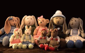 Картинка детство, уют, стиль, ретро, одежда, игрушка, игрушки, мышь, платье, мишка, костюм, черный фон, зайчик, много, …