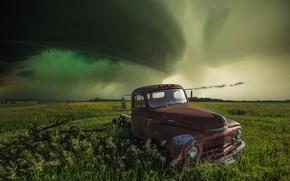 Картинка поле, машина, небо, тучи, шторм, пикап, грузовичок