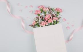 Картинка букет, лента, розовые, гвоздики, гипсофилы, лимониума