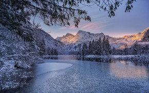 Картинка зима, лес, небо, вода, снег, горы, рассвет, Австрия, Almsee, Hubert Bichler