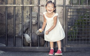 Картинка Girl, monkey, banana, funny, children, kid, emotions, other, naugty child